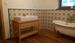 dřevěná podlaha do koupelny yes interier