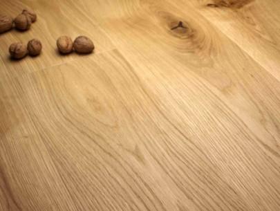dřevěná podlaha dubové prkno